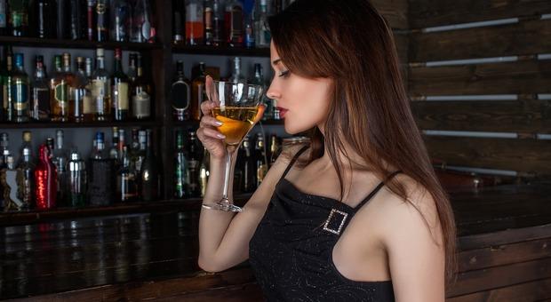 Trieste, va al bar tutti i giorni per vedere una cameriera: condannato per «corteggiamento ossessivo»