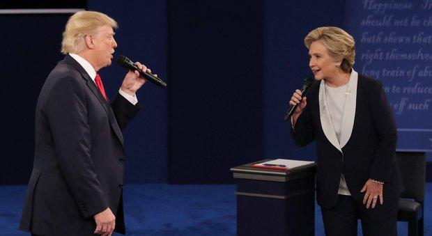 """Clinton-Trump sul web diventano cantanti e duettano in """"Trottolino amoroso"""""""