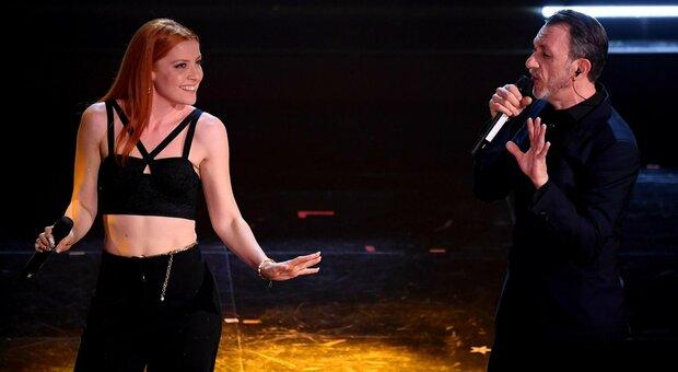 Sanremo 2021, la serata dei problemi tecnici: Noemi e Neffa fuori sinc, Fasma microfono muto
