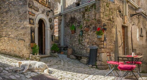 Santo Stefano, casa e soldi agli under 40: la notizia finisce sulla Cnn