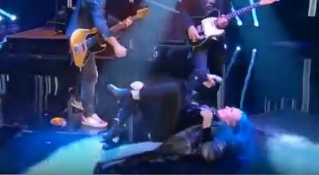 Loredana Bertè cade e si fa male a Che Tempo Che Fa
