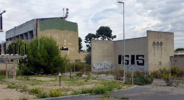Fiumicino, scritta inneggiante Isis su ex centrale Enel