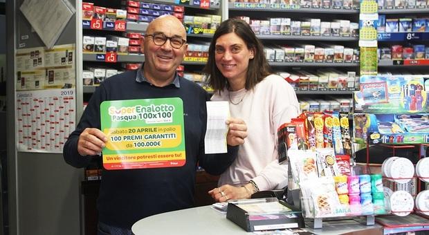 Vince centomila euro al Superenalotto e ha un attacco di panico in tabaccheria