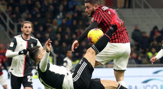 La rovesciata di Ronaldo e il fallo di mano di Calabria che spingono Valeri ad assegnare il rigore