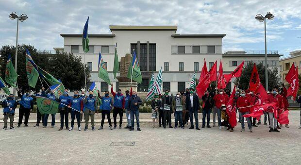 I lavoratori agricoli scendono in piazza a Latina, incontro con il prefetto Maurizio Falco