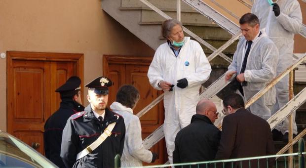 Il pm Pacifici e gli investigatori del Ris nella casa di Ronciglione