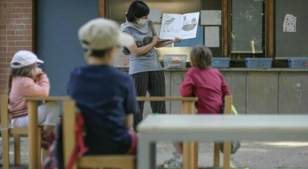 Variante inglese a Siena, 13 bambini positivi in una materna: chiusa la scuola e test di massa