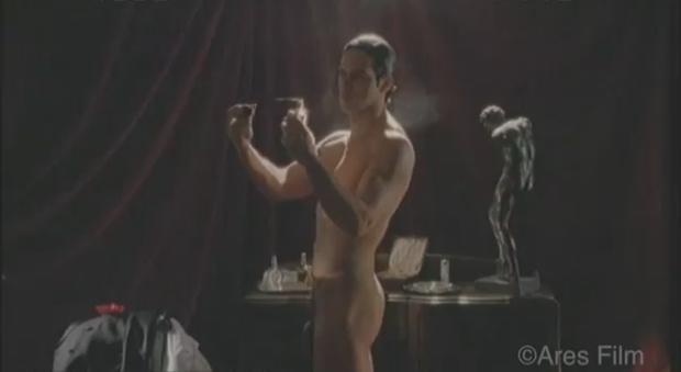 Garko Calendario.Gabriel Garko In Una Scena Di Nudo Integrale Nella Fiction Rodolfo Valentino