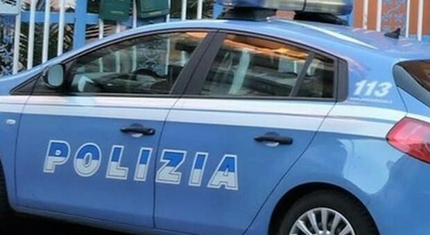 Bologna, badante romena denuncia stupro di gruppo: «In 5 mi hanno sequestrata in un'officina»