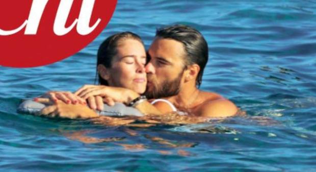 Maria Elena Boschi, baci e tenerezze in mare con il nuovo fidanzato Giulio Berruti