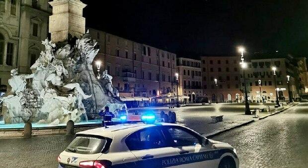 Roma, 14 ragazzi affittano casa vacanze per una festa clandestina a Piazza Navona