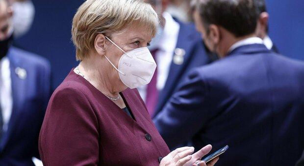 Covid, Merkel ai tedeschi: «State a casa, fase grave: si decide il Natale». Oggi 7.830 contagi