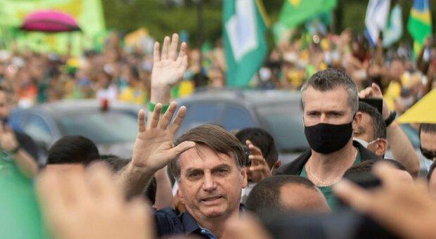 Vaccino Covid, l'annuncio in Brasile: «Entro la settimana 6 milioni di dosi dalla Cina»