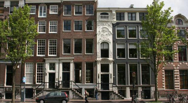 Le case pi strette del mondo una in sicilia for Amsterdam case in vendita