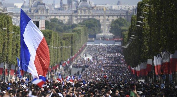 Russia 2018, marea umana aspetta la Francia campione tra Place de la Concorde e l'Arco di Trionfo
