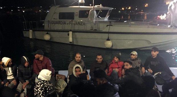 Migranti, riprendono gli sbarchi: in 136 sul molo di Lampedusa