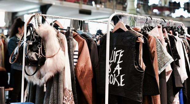 Vendere vestiti usati di marca (violette sauvage)