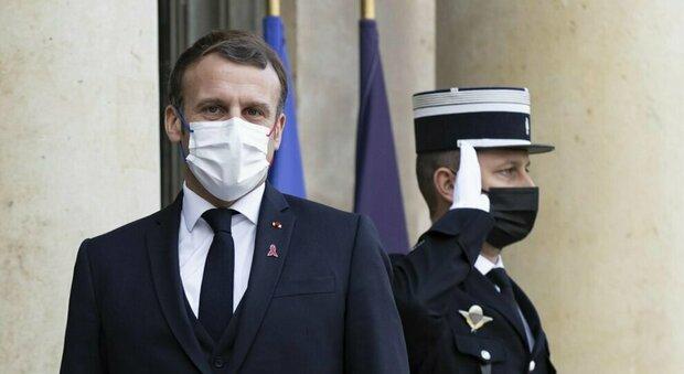 Macron «vaccinazioni per tutti tra Aprile e Giugno», Johnson «un vaccino ancora non c'è»