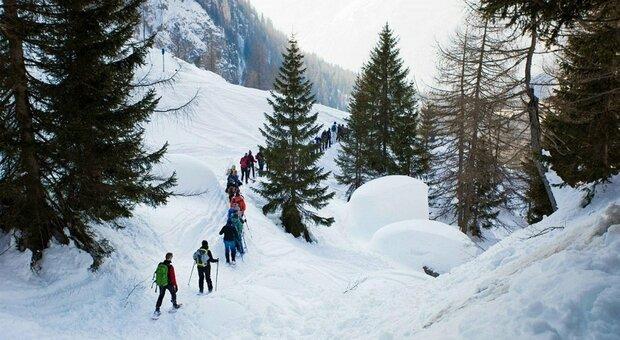 Covid, in Valle d'Aosta via libera a ciaspole e scialpino con guida
