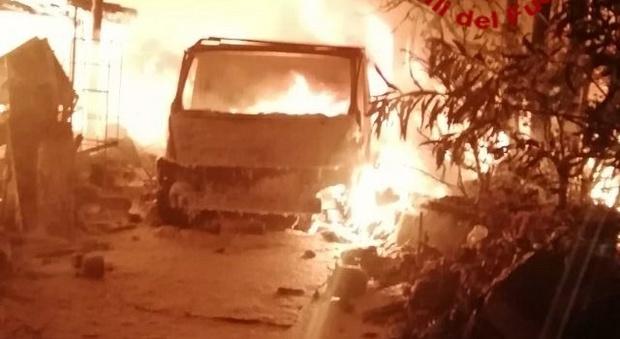 Treviso, incendio scoppia in casa e coinvolge i magazzini: due donne morte carbonizzate