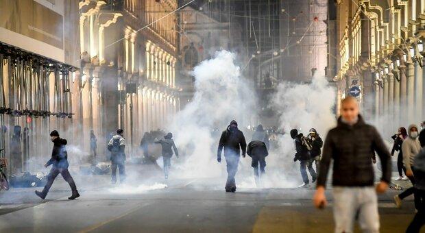 Gli scontri a Torino, il questore: «Pagina nera nella storia della città, ma i commercianti non c'entrano nulla»