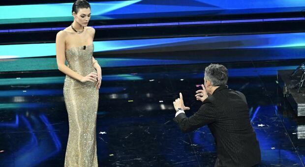 Sanremo 2021, la battuta infelice di Fiorello a Vittoria Ceretti: «Sei magretta», lei risponde