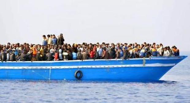 Migranti, barcone affonda davanti all'Egitto: recuperate 42 salme, centinaia di dispersi