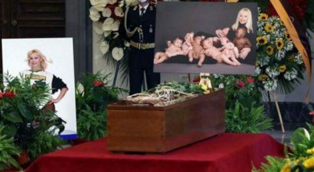 La camera ardente per Raffaella Carrà scomparsa a Roma il 5 luglio scorso