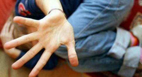 Napoli, adesca 14enne in chat: «Mandami video porno», la mamma della vittima fa arrestare pedofilo