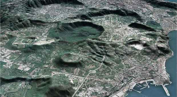 Campi Flegrei, nuova allerta. «Il supervulcano si sta ricaricando»
