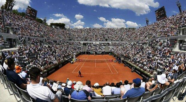 Roma, porte aperte al Foro Italico: tennis e piscina gratuiti per gli over 65
