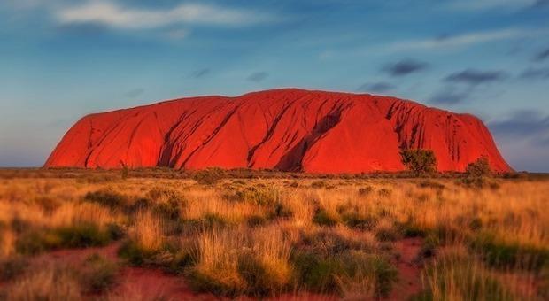 Australia, da ottobre stop alla scalata dell'Uluru: assalto dei turisti al monolite-simbolo
