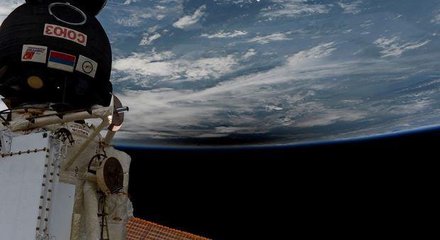 Nespoli e l'eclisse solare dallo spazio: la foto capolavoro dell'astronauta italiano sulla stazione internazionale Video