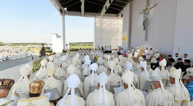 Papa Francesco, tampone dopo essere entrato in contatto in Slovacchia con il vescovo positivo al virus