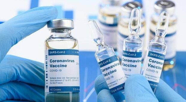 Vaccino Moderna, il Wall Street Journal: «Blocca anche la trasmissione del Covid»