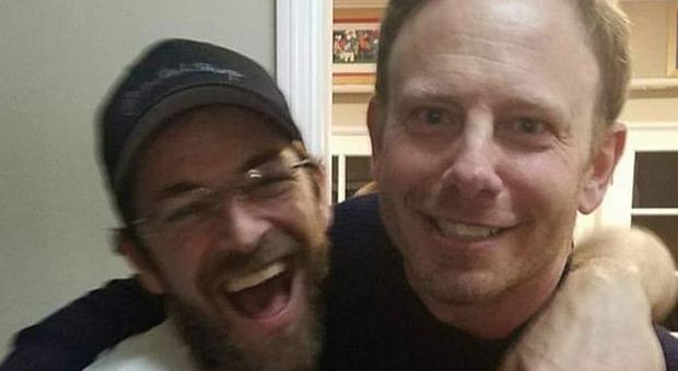Luke Perry, il commovente messaggio di Steve di Beverly Hills: «Dio dagli un posto vicino a te, se lo merita».