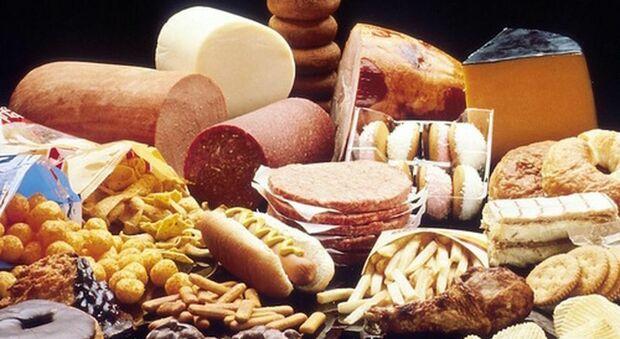 Lockdown, dieta e colesterolo: più drink, birre e cioccolato, fase 2 tra virus e alimentazione sbagliata