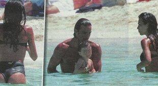 Federica Nargi, sirenetta con Matri e la figlia a Formentera. E il post di schiena fa boom su instagram