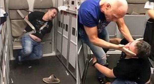 Volo Londra-Pisa, paura a bordo: uomo tenta di aprire il portellone