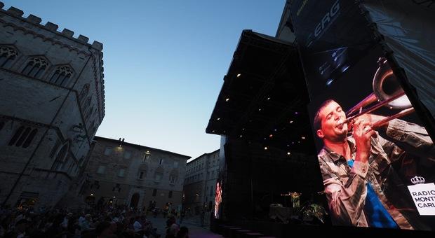 """Jazz in August riporta la città nel '73 grazie a Petrella che evoca Sun Ra. E la Piazza si scopre """"alternativa"""""""