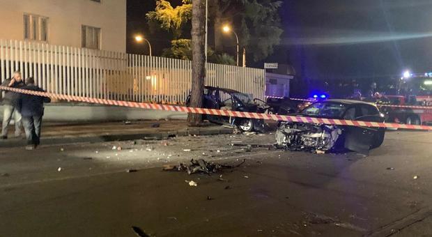 Arzano, terribile incidente frontale nella notte: morta una 17enne, 7 giovani feriti - Il Messaggero