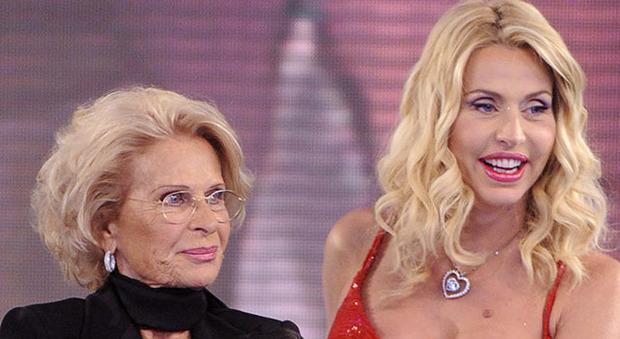 Valeria Marini, la madre Gianna truffata: «Così mi hanno sottratto 335mila euro, il Covid mi ha salvata»