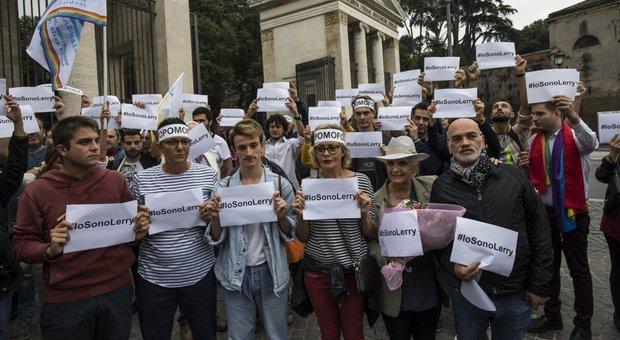 Roma, dopo le aggressioni omofobe la comunità gay in piazza: «Vogliamo una legge»