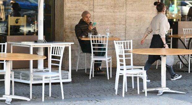 Nuovo dpcm Natale: spostamenti vietati dal 21, sì al pranzo al ristorante, scuole superiori in presenza dal 14