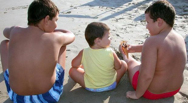 Coronavirus, bambini più grassi dopo il lockdown: aumentati di 3-4 chili. Che fare