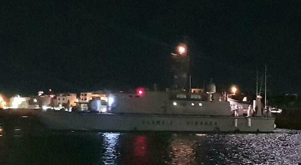 Migranti, oltre cento in fuga dal Cara di Caltanissetta. In 140 alla deriva si barcone vicino a Malta