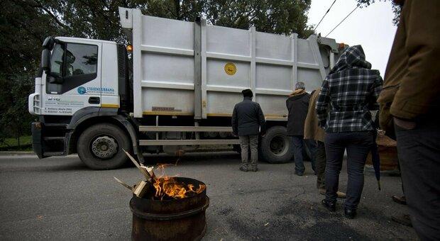 Rifiuti a Roma, la sindaca Raggi verso ordinanza urgente per apertura discarica Albano
