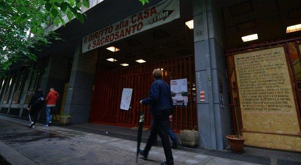 Affari in nero da 250mila euro l'anno e zero regole in via Santa Croce di Gerusalemme a Roma: gli occupanti hanno rifiutato le case-famiglia