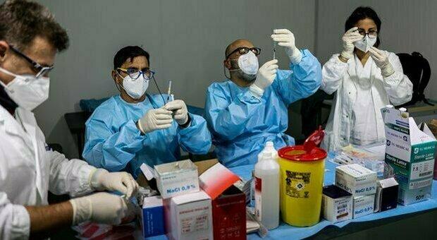 Furbetti del vaccino, la rivolta degli psicologi dopo le frasi di Draghi: «Noi centrali nella pandemia»
