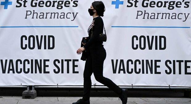 Gran Bretagna, vaccini hanno evitato 22 milioni di contagi e 60mila morti: le stime della sanità inglese